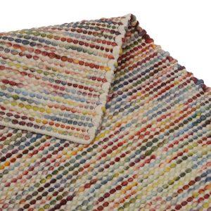 Handvävd matta i ull