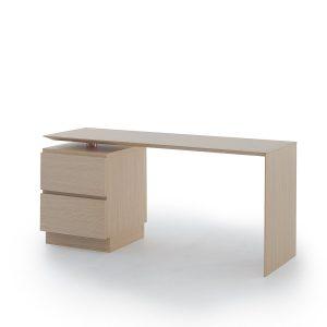 Slimmi L skrivbord med hurts från Muurame i ek
