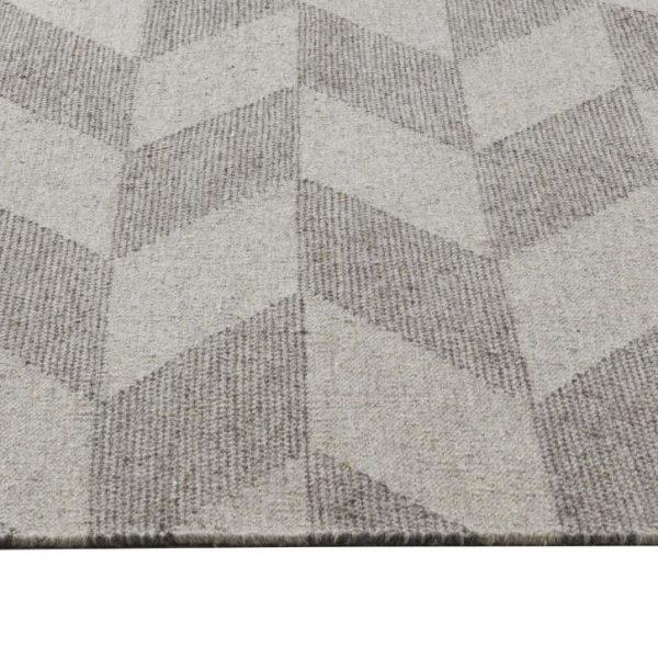 Fiskbensmönstrad matta